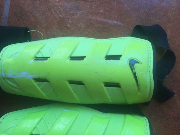 Caneleiras Nike com proteção de tornozelo