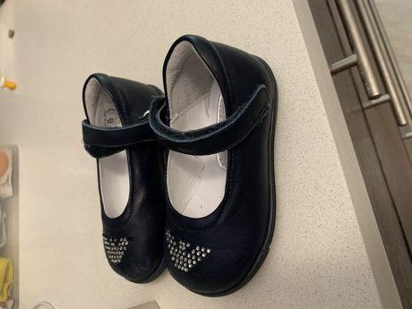 Фирменные туфельки кожанные Армани, 20 размер, на год.