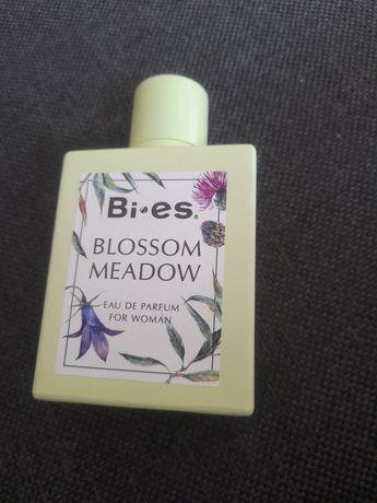 Perfum bi-es blossom meadow