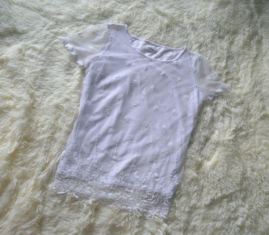 Белая футболка с кружевом 50р