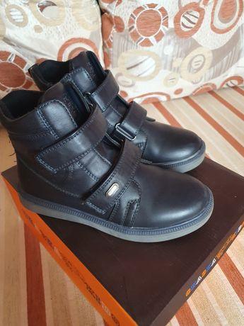 Продам демисезонные ботинки для мальчика