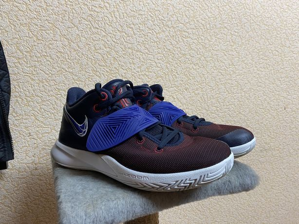 Баскетбольні кросівки Nike Kyrie Flytrap III 42 розмір (27см)