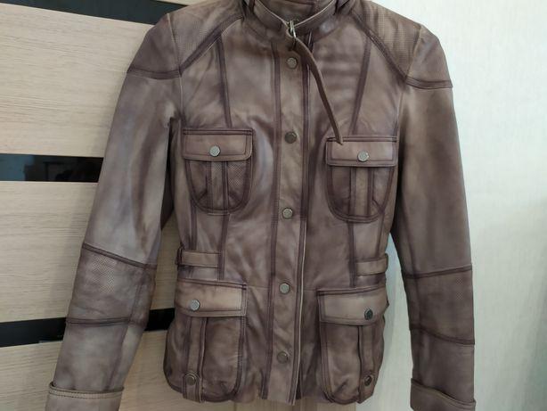 Кожаная (натуральная) куртка в отличном состоянии