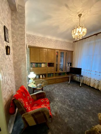 Сталинка 96 95 квартал  Гагарина 3 комнаты 2й этаж  !!