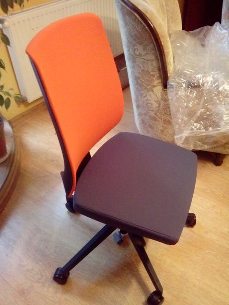 Fotel-krzesło obrotowe lightUP 230 sl-Profim-nowe
