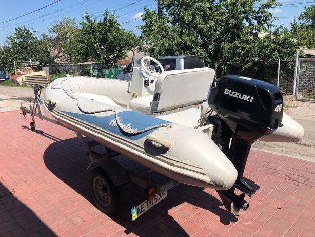 продам лодку Adventure Lux +лафет+мотор Suzuki40