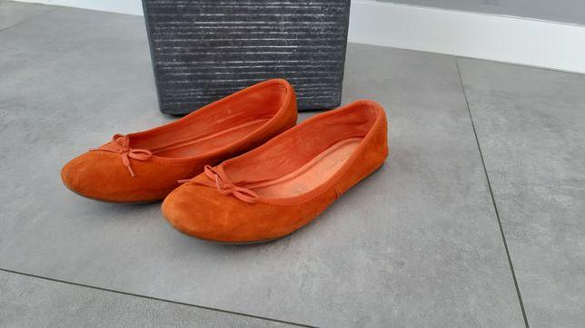 Skórzane zamszowe balerinki pomarańczowe m&s Collection prawie nowe