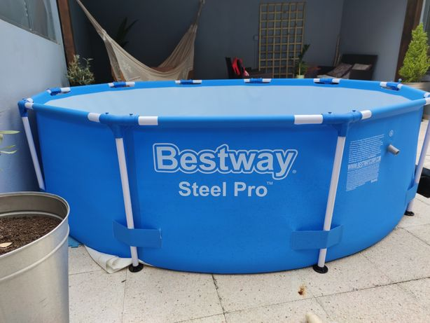 Piscina Bestway Steel Pro C/Bomba + Capa de proteção