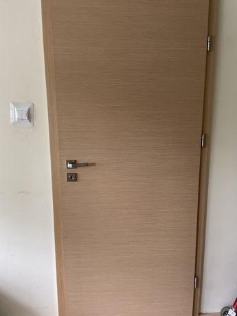 Drzwi wewnetrzne drewniane z futryna, 84 cm, z wmontowanym zamkiem