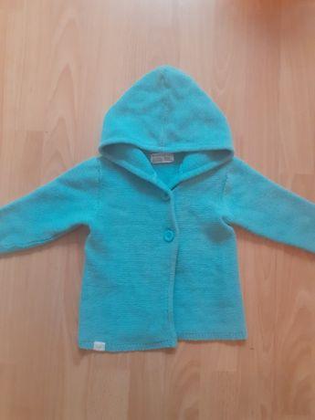 Niebieski sweterek z kapturkiem