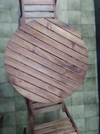 Mesa e cadeiras de varanda