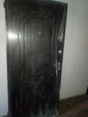 Продам новую входную дверь.