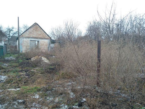 Продам частину будинку з ділянкою в центрі міста Узина