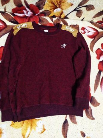 Продается красивый свитер на мальчика