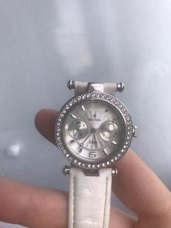 Продам женские часы Nexxen со стразами