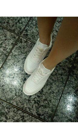 Белые кроссовки под Nike AirForce