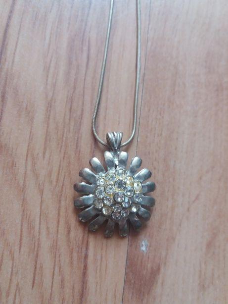 Srebrny naszyjnik wisiorek kwiat
