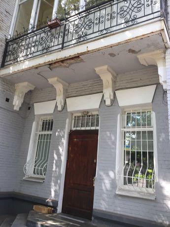 Квартира в старинном доме в центре.