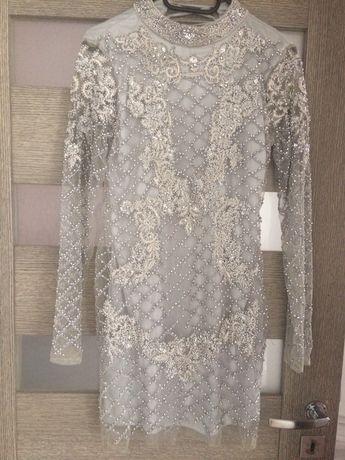 Sukienka zdobiona