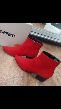 Казаки ботинки женские