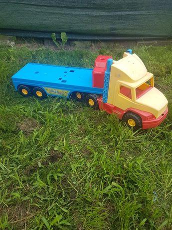 Ciężarówka z lawetą.