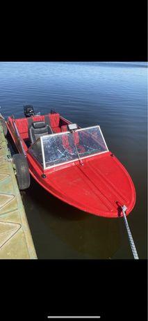 Продам лодку крим з мотором mercury