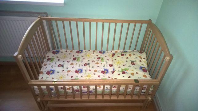 Дитяче ліжко з дерева.