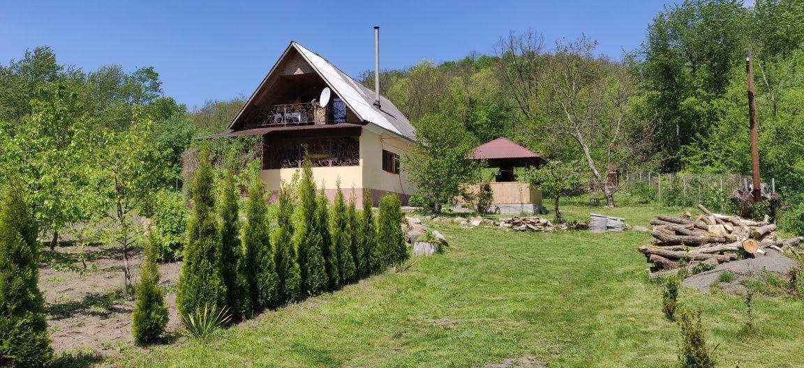 Будинок, дача для відпочинку на самому березі річки Південний Буг