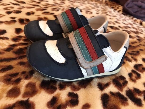 Продам осенние кроссовки р.21 Tiflani