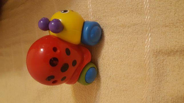 Продам 3 игрушки: инерционную машинку Божья коровка и погремушки