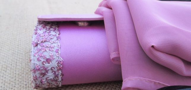 Clutch rosa com missangas
