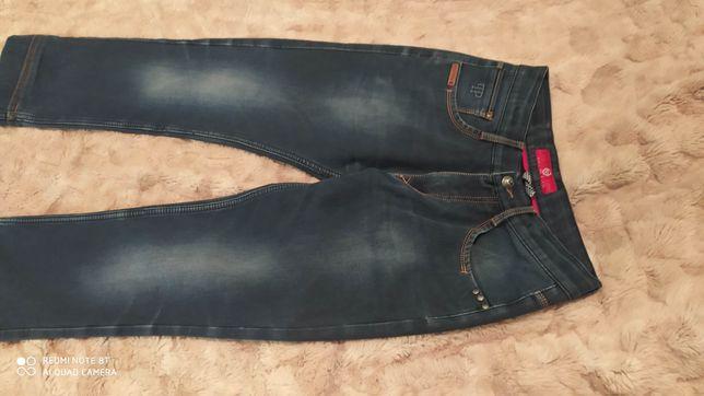 продам теплые джинсы, на полненького ребенка 8-10 лет