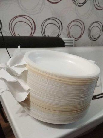 одноразовые тарелки( одноразовая посуда) 130 штук