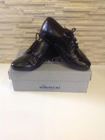 Wizytowe buty chłopięce marki Kornecki roz.31