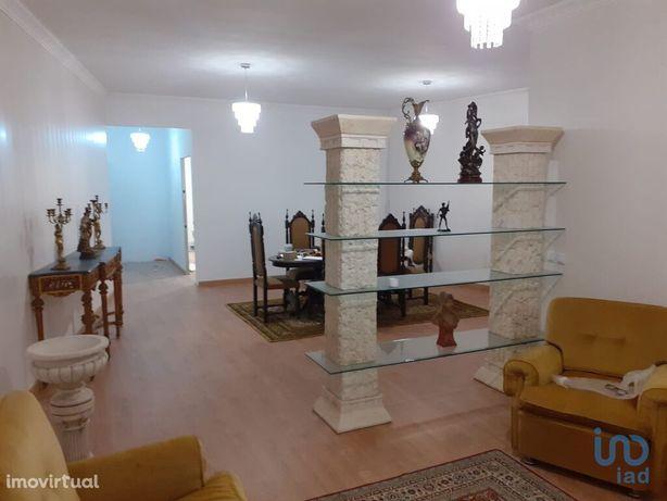 Moradia - 264 m² - T3