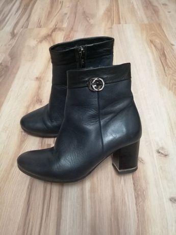 Skórzane buty botki 35 czarne na obcasie wygodne ozdoba cyrkonie jakoś