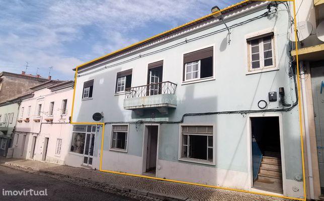 Moradia T10 com terraços e logradouro - Centro de Santiago de Cacém