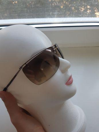 Солнцезащитные очки Alexander McQueen.