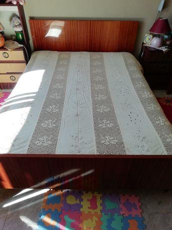 Colcha cama de casal com mais de 50 anos