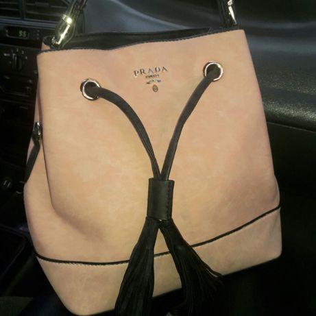 фирменная кожаная сумка Prada