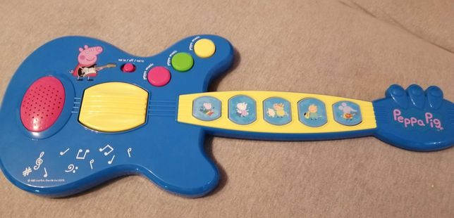 Gitara z serii Świnka Peppa.