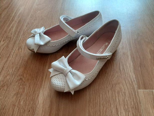 Туфли нарядные белые