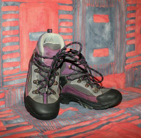 Детские кроссовки Everest размер 32,прошитые.