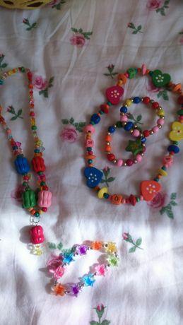 Conjuntos de fios e pulseiras de menina