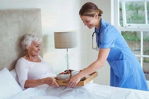 Предлагаю услуги сиделка, уход за пожилым,больными.Опыт в Мед.