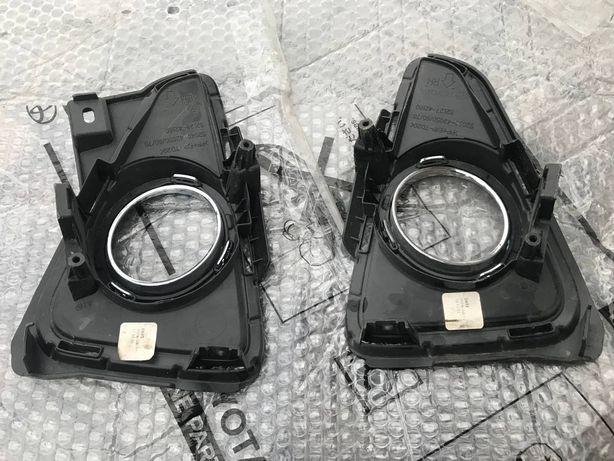Заглушка, противотуманки, вставки переднего бампера Toyota rav 4