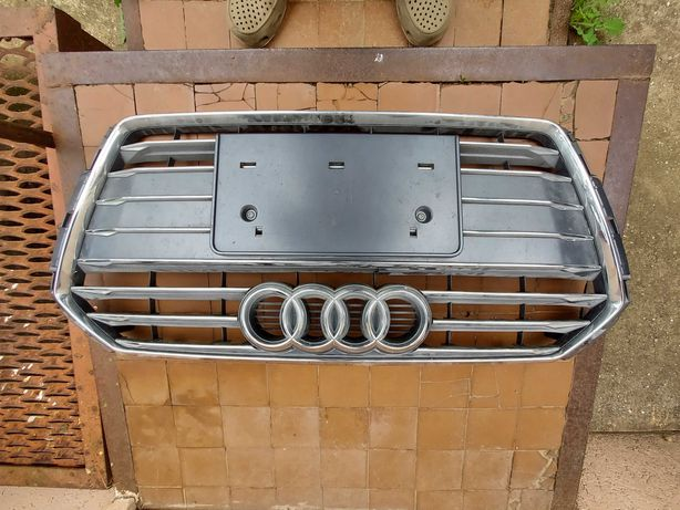 Решетка радиатора Audi A4 B9 2016