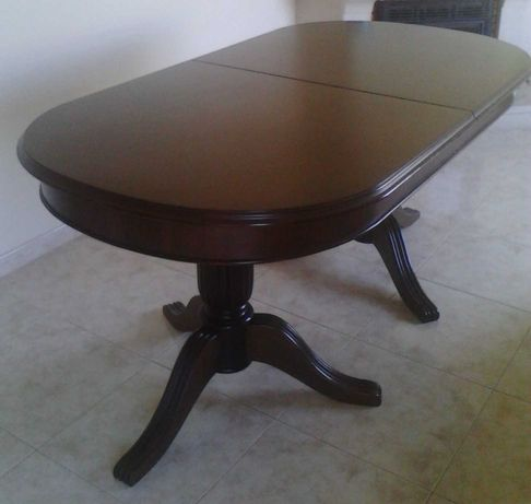 Mesa de sala de jantar em madeira maciça