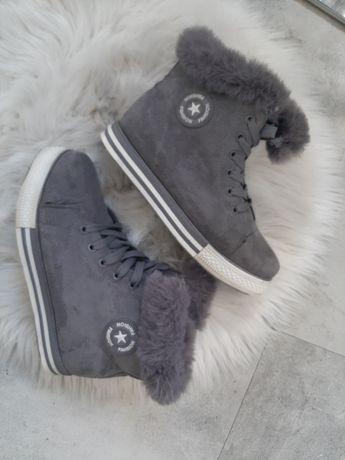 Sneakersy - wbudowana koturna