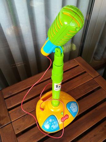 Brinquedos: microfone do Panda, mesa para plasticinas e outros